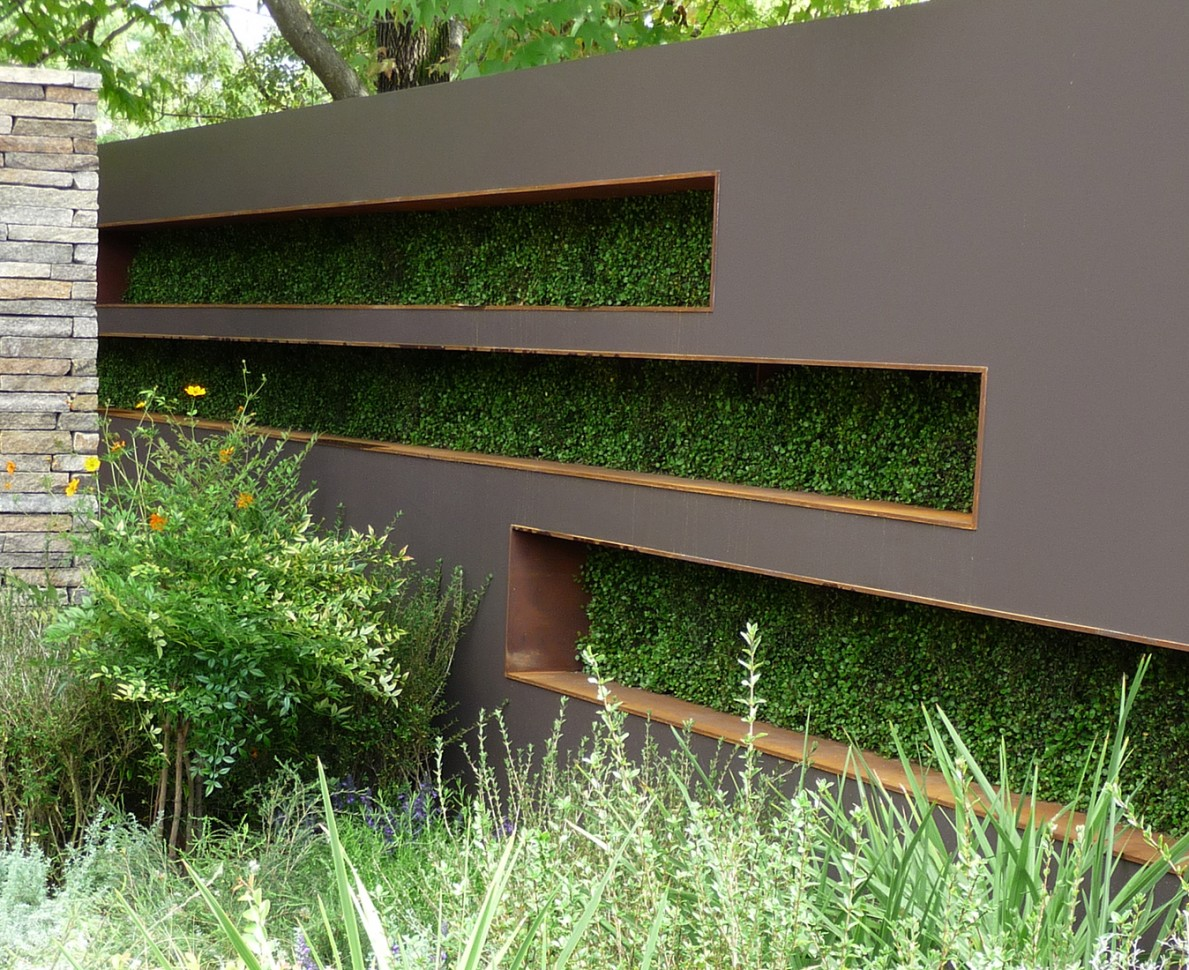 Wall with cutout feature to show hedging in the garden at the Gardening World Cup 2010