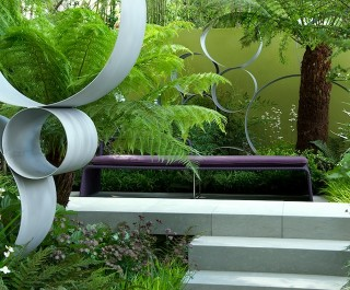 2008 RHS Chelsea Flower Show - Gold medal winner Cancer Research UK garden with 'thought wall'