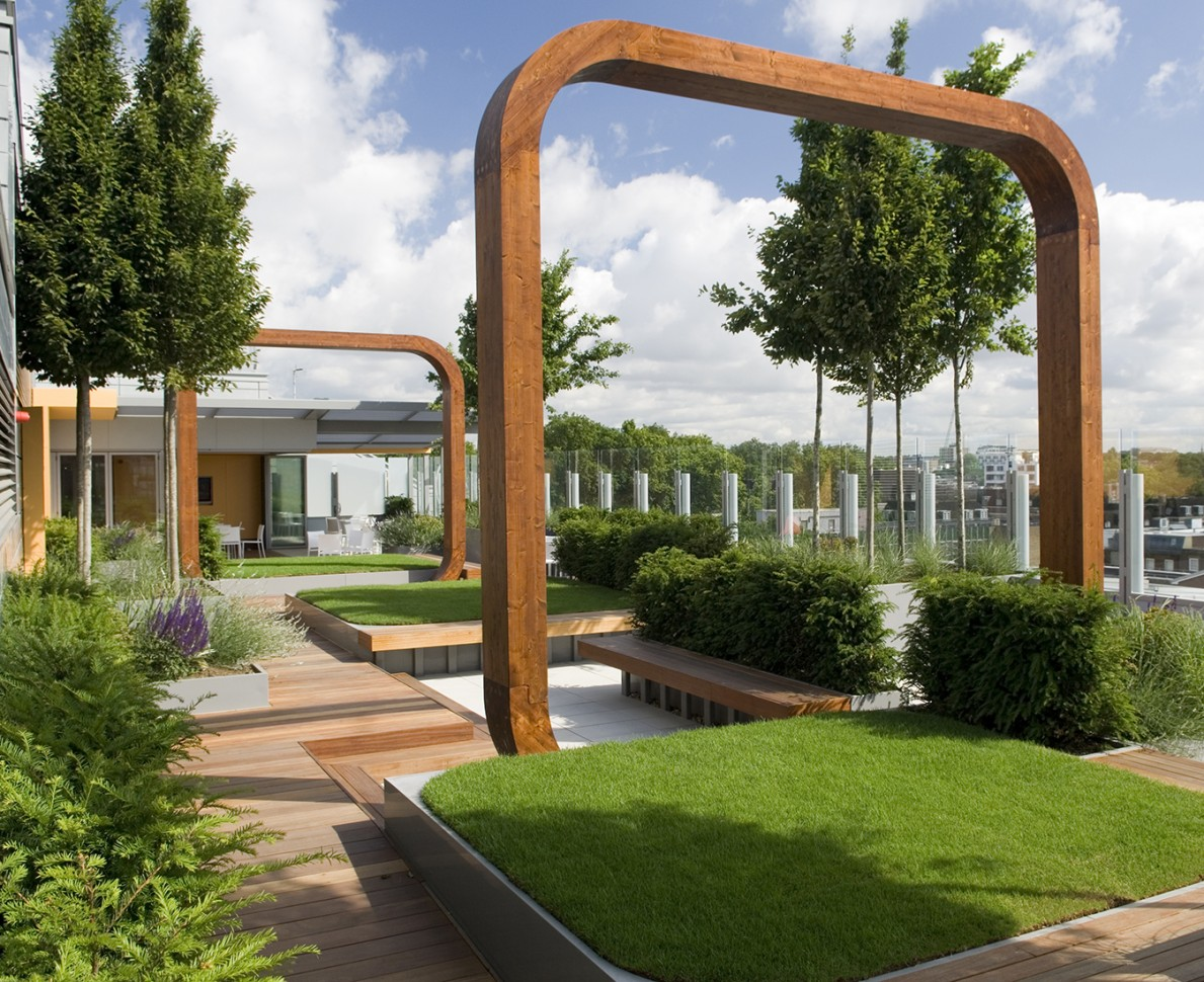 Wooden arches in the Great Ormond Street Hospital garden