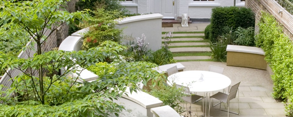 The Vermeer Garden viewed from above to see the curved wall