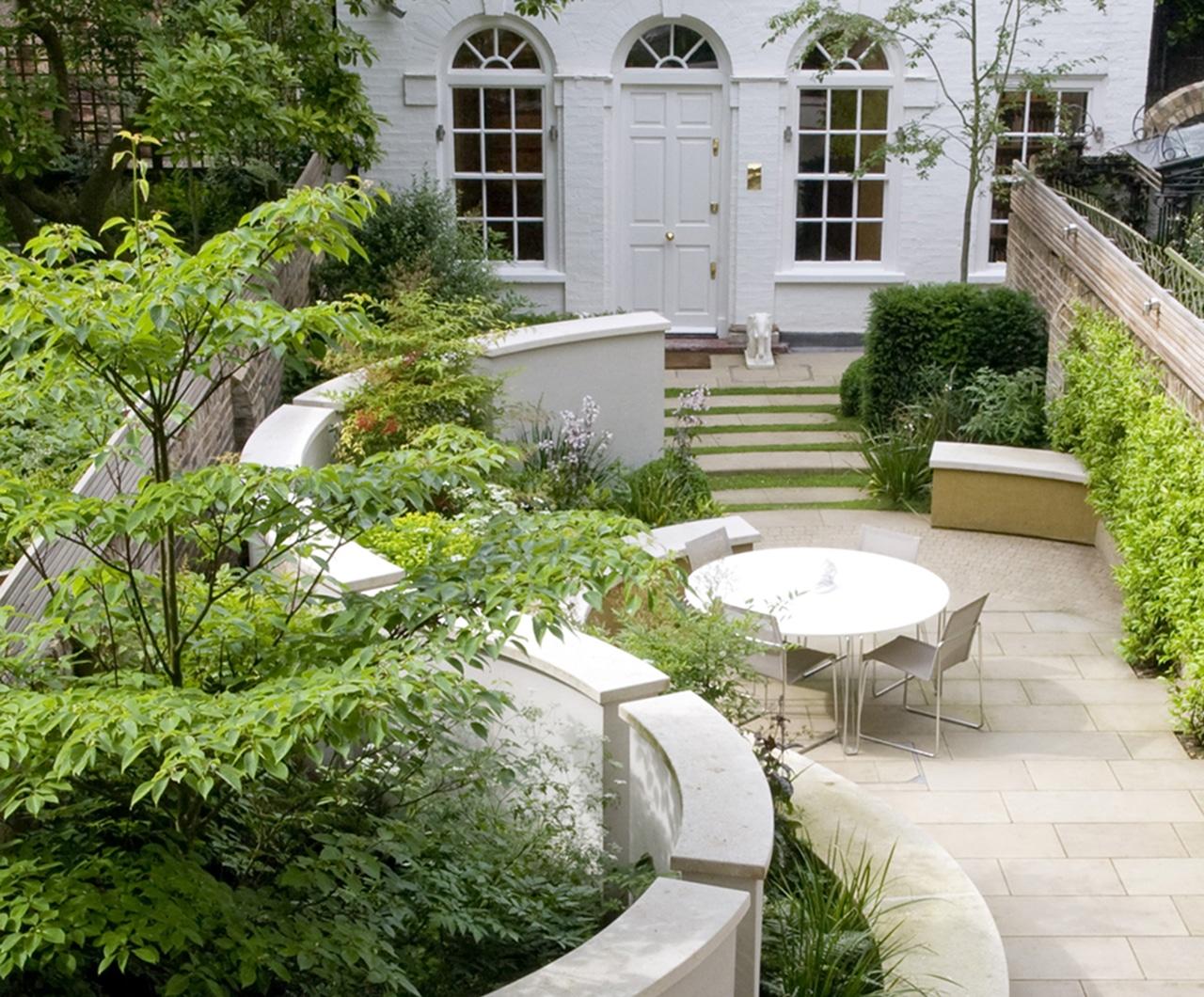Garden Ideas Small Landscape Gardens Pictures Gallery: Small Garden Design In Chelsea