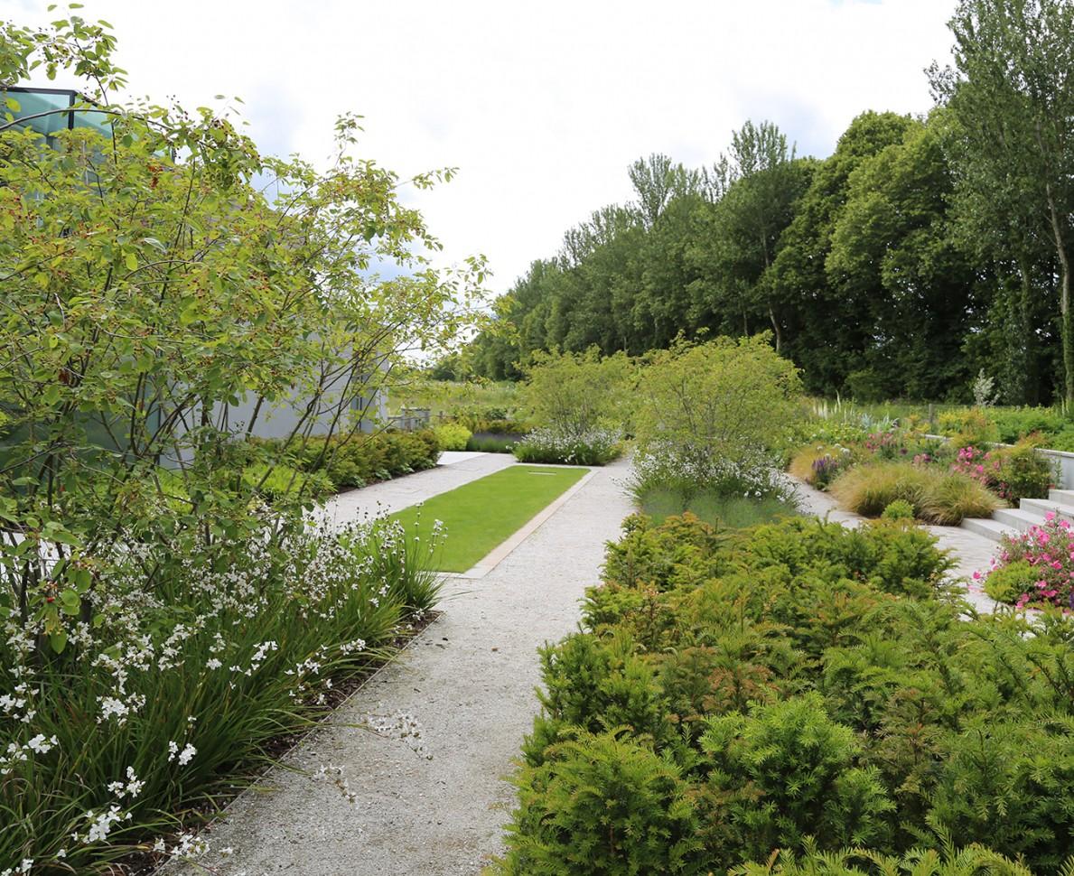 Garden design surrey sussex house case study andy sturgeon for Landscape design sussex